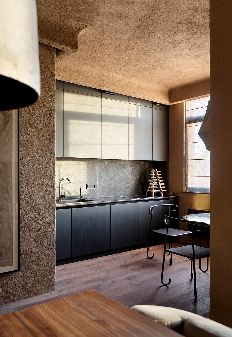 15 идей для кухни в темных тонах (галерея 0, фото 2)