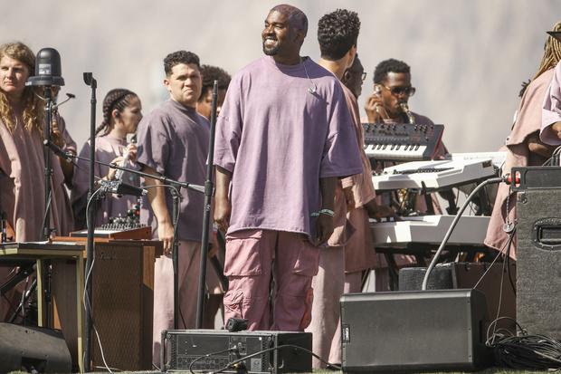 Канье Уэст представил новую песню на пасхальной службе на Coachella (фото 4)