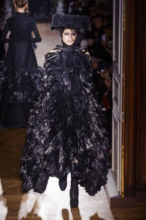 Показы мод Gareth Pugh Осень-зима 2013-2014 | Подиум на ELLE - Подиум - фото 654