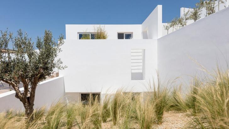 Белоснежная вилла на Санторини от Kapsimalis Architects (фото 9)