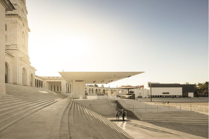 Эффектная реконструкция церкви в Португалии (фото 6)