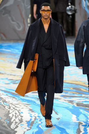 Показ Louis Vuitton коллекции сезона Осень-зима 2014-2015 года Men prêt-à-porter - www.elle.ru - Подиум - фото 573747