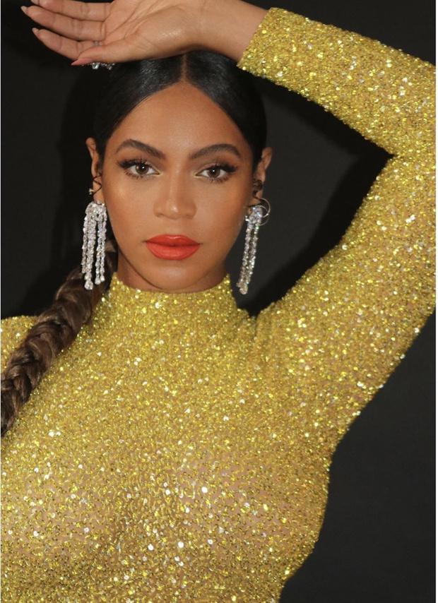 Царица Бейонсе: новый ошеломительный золотой образ (фото 2)