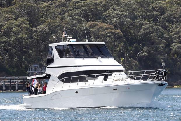 Белое платье и бежевое пальто: Меган Маркл и принц Гарри в Австралии (фото 4)