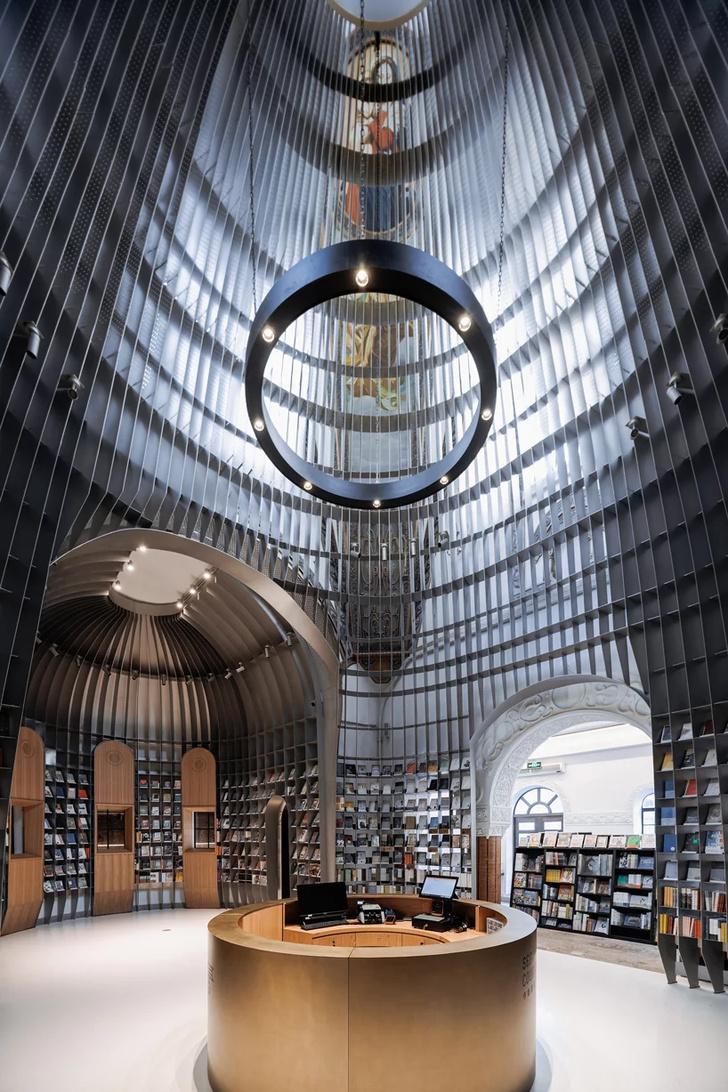 Книжный магазин в Шанхае (фото 1)