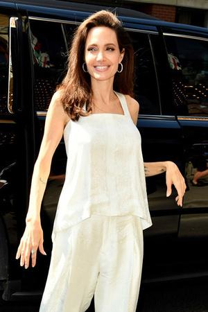 Богатые тоже плачут: что происходит со здоровьем Анджелины Джоли? фото [7]