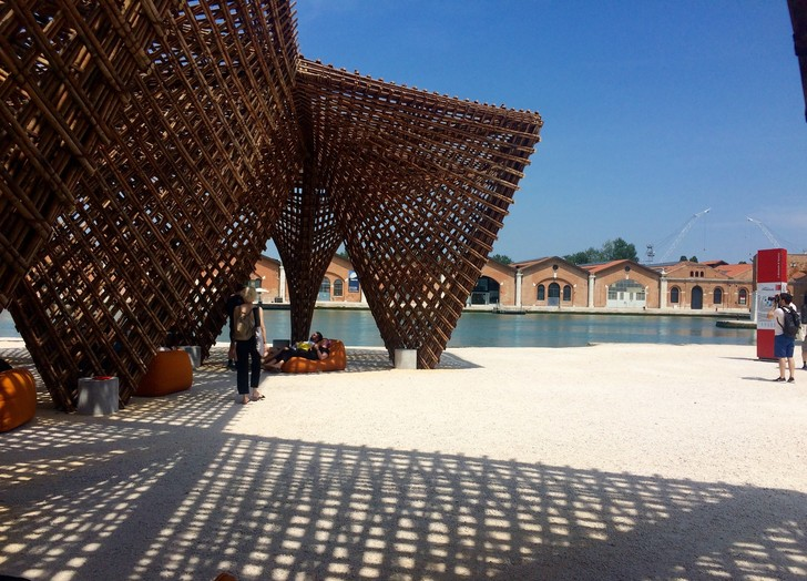 Архитектурная биеннале в Венеции. Карнавалу быть (фото 20)