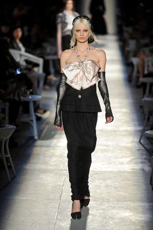 Показ  коллекции сезона Осень-зима 2012-2013 года Haute couture - www.elle.ru - Подиум - фото 403698