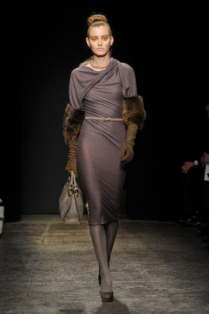 Показы мод Donna Karan Осень-зима 2011-2012 | Подиум на ELLE - Подиум - фото 2367
