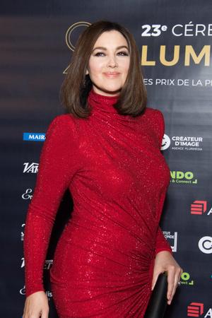 Роскошная Моника Беллуччи на премии «Люмьер» в Париже (фото 3)
