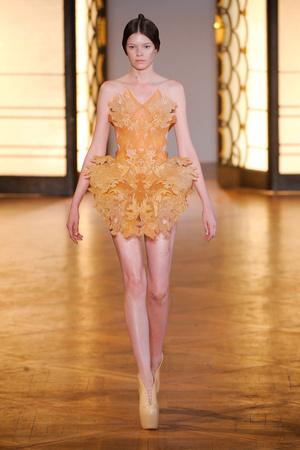 Показ  коллекции сезона Осень-зима 2012-2013 года Haute couture - www.elle.ru - Подиум - фото 403423