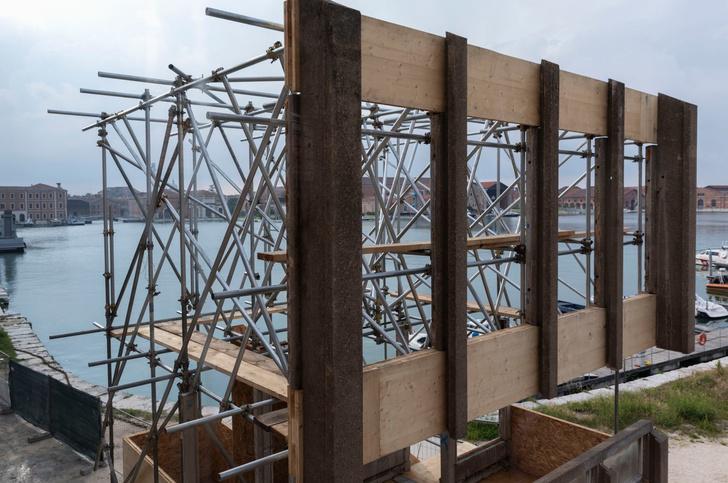 Комплекс Robin Hood Gardens на биеннале в Венеции (фото 3)