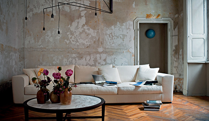 Диван Scott и столик Elliot, дизайн Роберто Лаццерони, Flexform Mood.