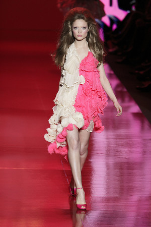 Показ Barbie Runway Show коллекции сезона Осень-зима 2009-2010 года prêt-à-porter - www.elle.ru - Подиум - фото 89110