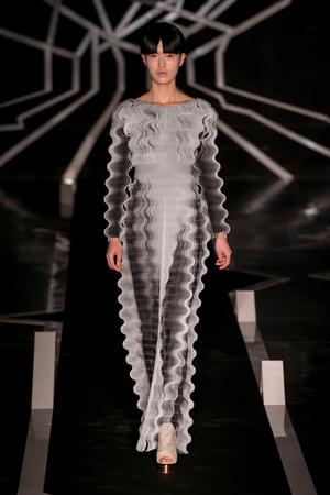 Показ Iris van Herpen коллекции сезона Весна-лето  2017 года Haute couture - www.elle.ru - Подиум - фото 616318