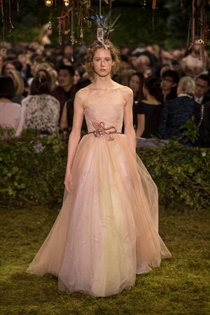 Показ Christian Dior коллекции сезона Весна-лето  2017 года Haute couture - www.elle.ru - Подиум - фото 616265