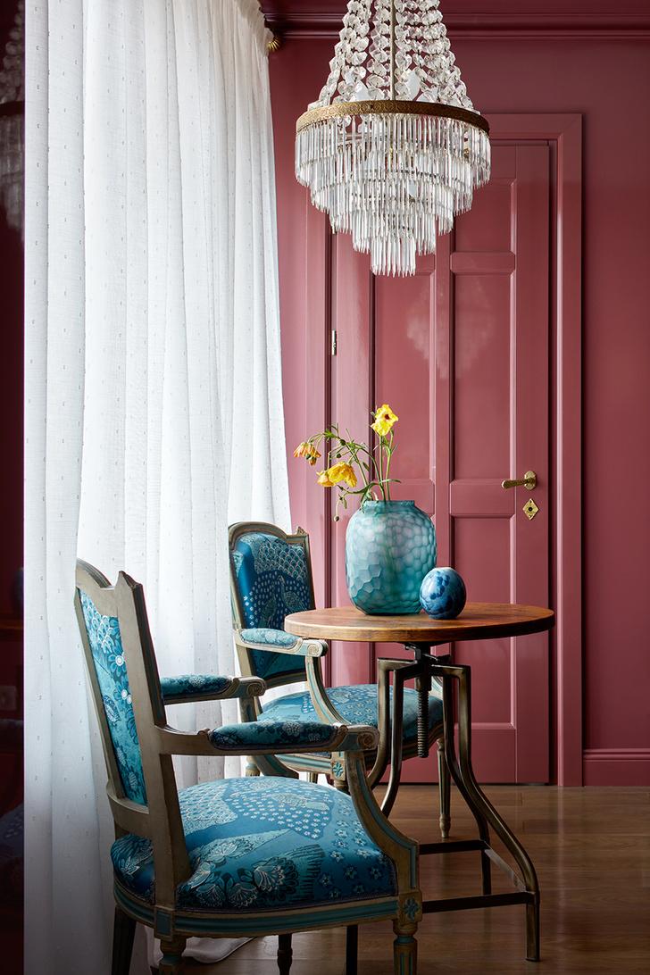 Яркие цвета в небольшой квартире