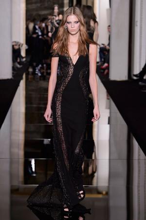 Показ Versace Haute Couture коллекции сезона Весна-лето 2015 года haute couture - www.elle.ru - Подиум - фото 592875