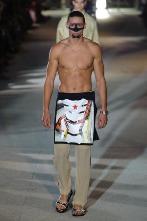 Показ Givenchy коллекции сезона Весна-лето 2014 года Men prêt-à-porter - www.elle.ru - Подиум - фото 556773