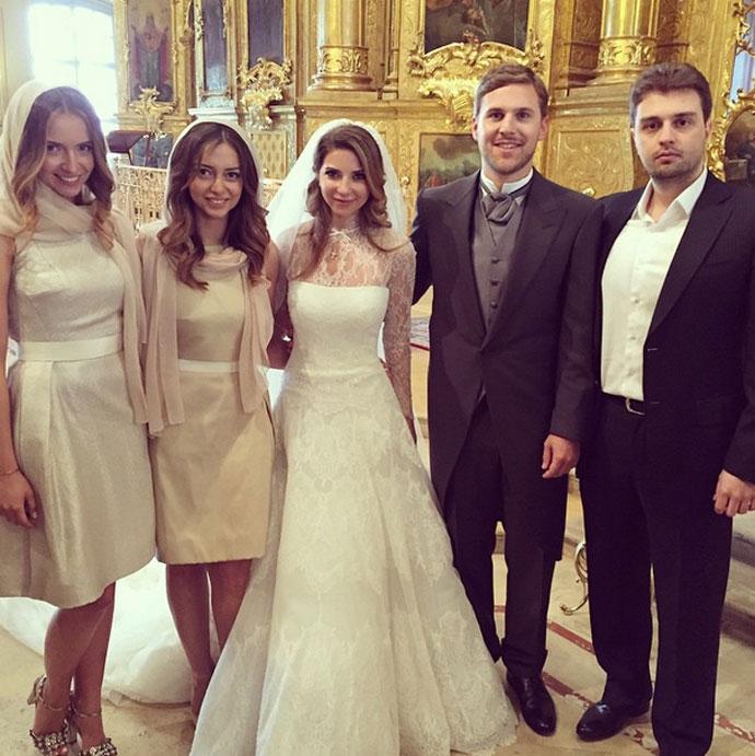 Красивые платья российских звезд фото