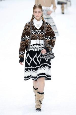 Последний показ эры Карла: Chanel RTW Fall 2019 (фото 4.1)