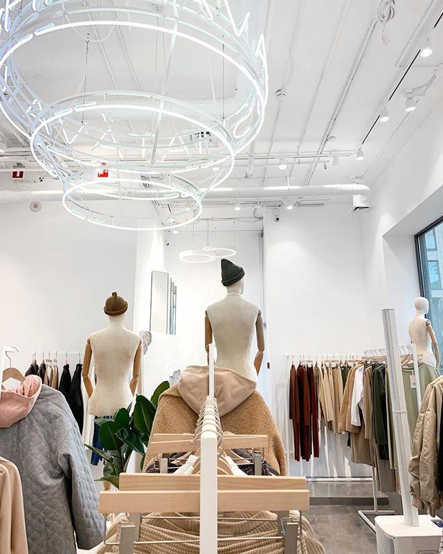 Как выглядят пространства успешных fashion-брендов в России (галерея 8, фото 2)