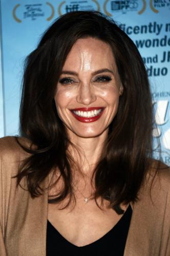 Дженнифер Лоуренс и Анджелина Джоли на премьере фильма «Лица, деревни» фото [2]