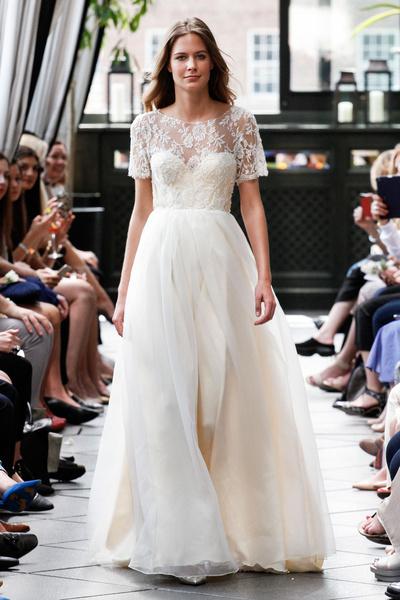 50 самых красивых платьев со Свадебной Недели Моды в Нью-Йорке | галерея [1] фото [14]