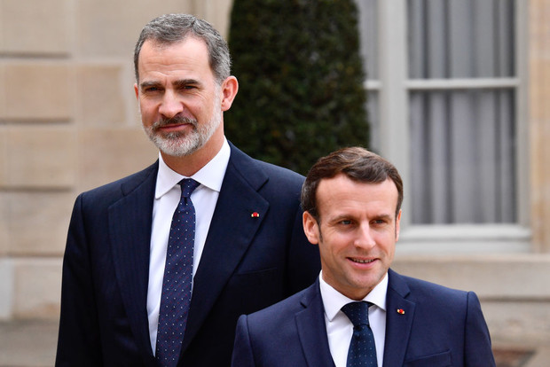 Встреча на высшем уровне: президент и первая леди Франции приняли в Париже испанскую королевскую семью (фото 5)