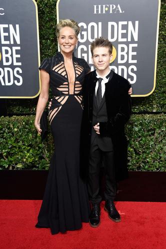 59-летняя Шэрон Стоун пришла на «Золотой глобус» с сыном (фото 1)