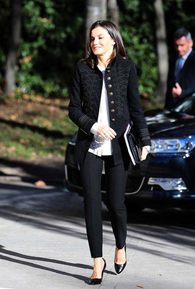 Черно-белая классика: королева Летиция в жакете Zara (фото 1.1)