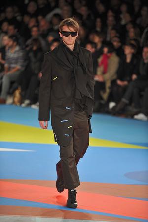 Показы мод Y-3 Осень-зима 2009-2010 | Подиум на ELLE - Подиум - фото 3197