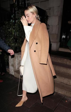Как носить платье зимой и не мерзнуть? Ответ знает Марго Робби (фото 1.2)