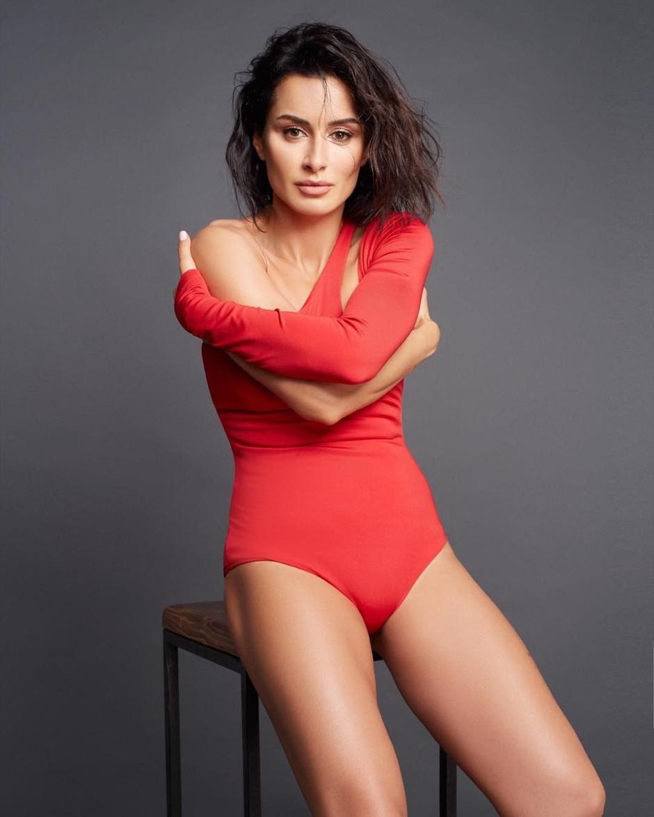 42-летняя Тина Канделаки показала фигуру в купальнике (фото 1)