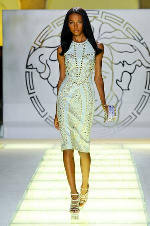 Показ Versace коллекции сезона Весна-лето 2012 года prêt-à-porter - www.elle.ru - Подиум - фото 303416