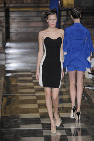 Показы мод Antonio Berardi Весна-лето 2010 | Подиум на ELLE - Подиум - фото 3020