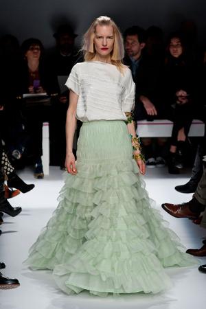 Показ Schiaparelli коллекции сезона Весна-лето 2014 года haute couture - www.elle.ru - Подиум - фото 574218