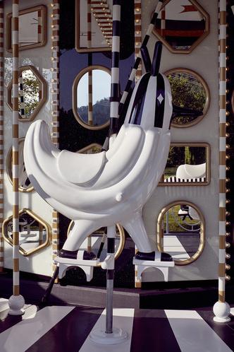 Карусель по дизайну Хайме Айона в музее  Swarovski Kristallwelten (фото 7.1)