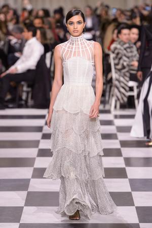 Показ Dior Haute Couture коллекции сезона Весна-лето 2018 года Haute couture - www.elle.ru - Подиум - фото 673301