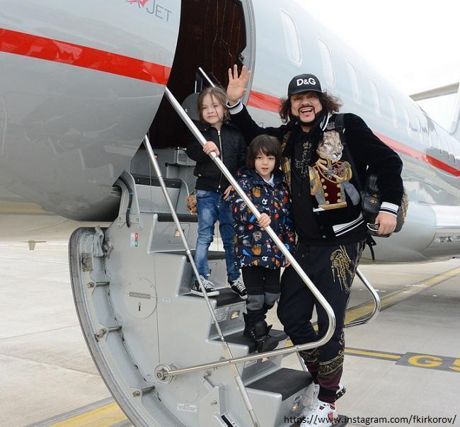 Топ-15: личные самолеты знаменитостей (фото 50)