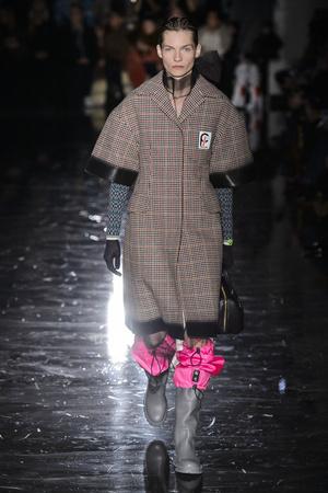 Показ Prada коллекции сезона осень-зима  2018-2019 года Prêt-à-porter - www.elle.ru - Подиум - фото 697921