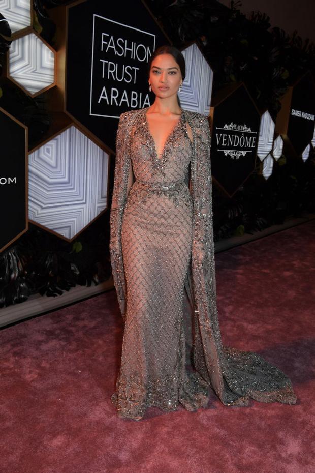 Шелк, кружево и ослепительные бриллианты: супермодели на модной премии в Катаре (фото 6)