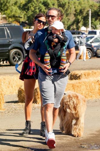 Фото дня: Ирина Шейк и Брэдли Купер с дочерью в Лос-Анджелесе фото [4]