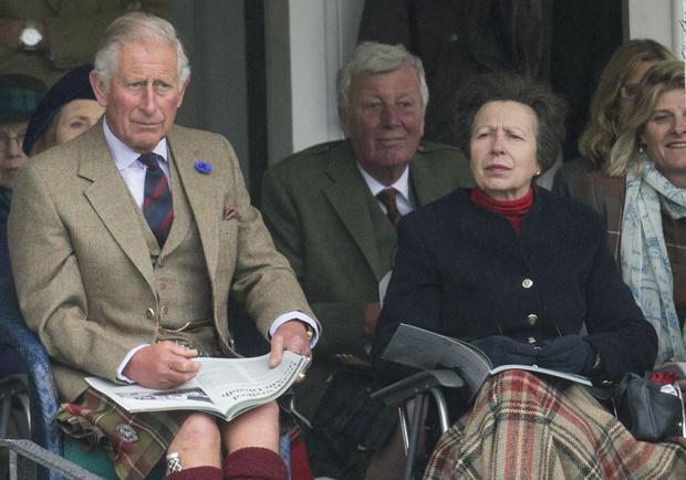 Принц Чарльз и принцесса Анна фото