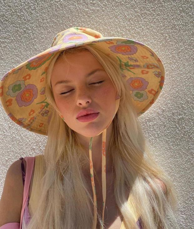 Самый модный аксессуар этого лета: почему нам нужна панама как у Аманды Стил и датских блогеров (фото 1)
