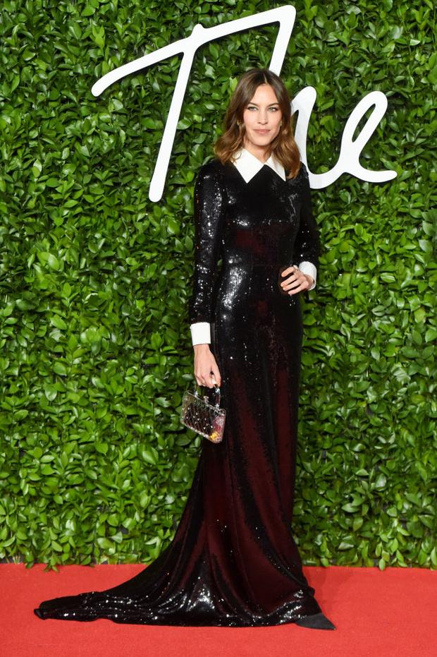 Блеск пайеток и прозрачные ткани: самые красивые платья церемонии Fashion Awards 2019 (фото 26)