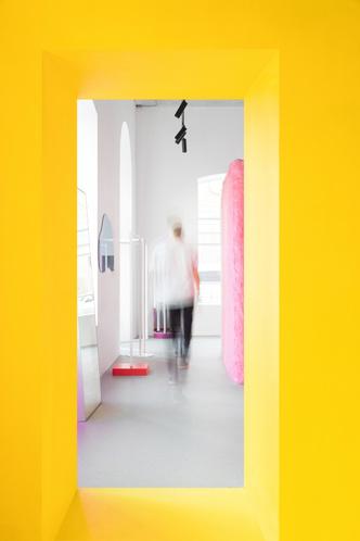 Желтые стены и розовый мех: шоу-рум в Ростове-на-Дону (фото 6.1)