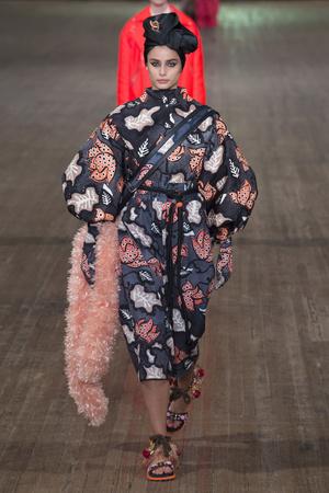 Показ Marc Jacobs коллекции сезона Весна-лето 2018 года Prêt-à-porter - www.elle.ru - Подиум - фото 629651