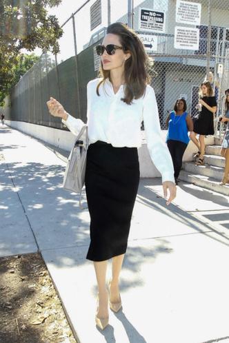 Фото дня: Анджелина Джоли в Лос-Анджелесе фото [3]