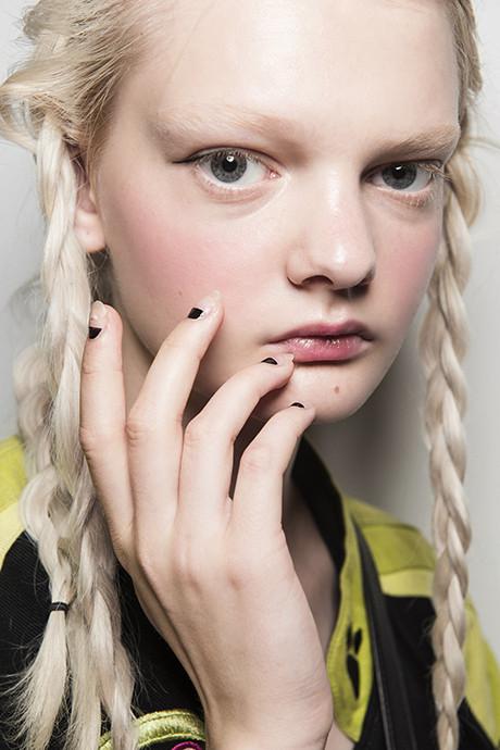 5 трендов в дизайне ногтей: идеи с показов весна-лето 2018 фото [14]